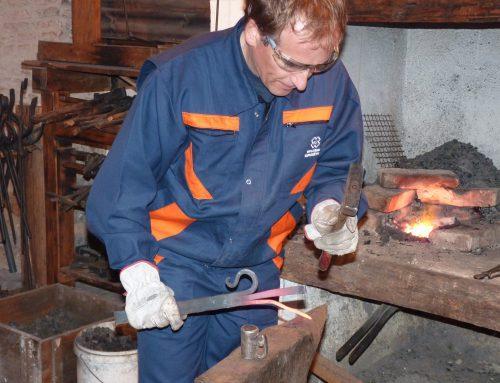 Nedelja (1. 12.), 13:00–18:00: Prikaz kovanja podkev