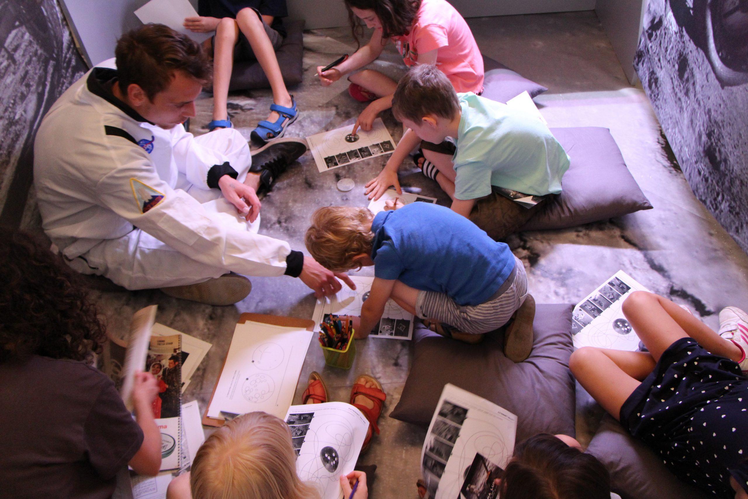 Delavnica za otroke Skrivnostna Luna foto Ursula Osojnik