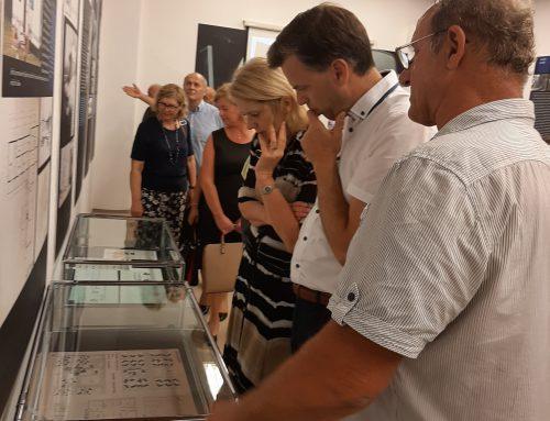 """Odprtje razstave """"Martin Sever, oče prvega slovenskega kombija"""" v Novem mestu"""