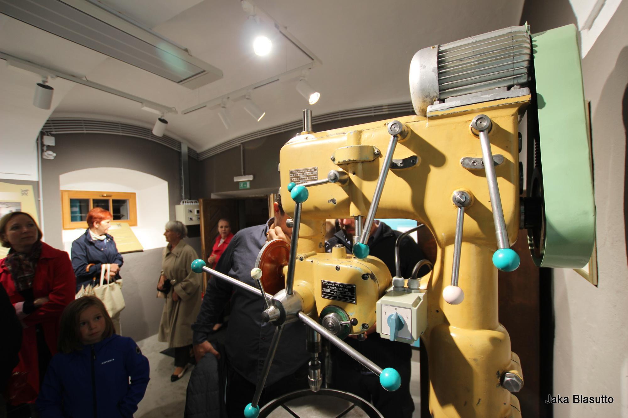 Posnetek odprtja razstave Mašine za kovine