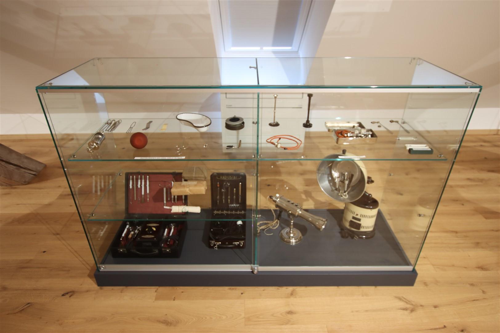 Zakladi iz depojev Medicinski instrumenti in pripomocki 2